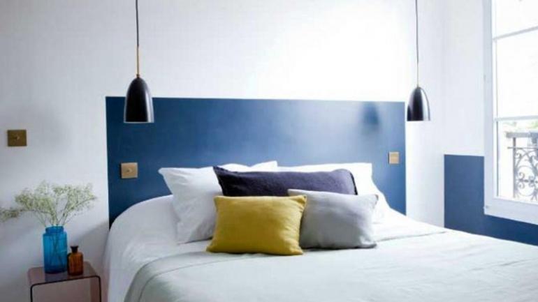 Otra manera de enmarcar la cama consiste en pintar un cuadrado de un color diferente al de la pared. (Grupo Edisur)