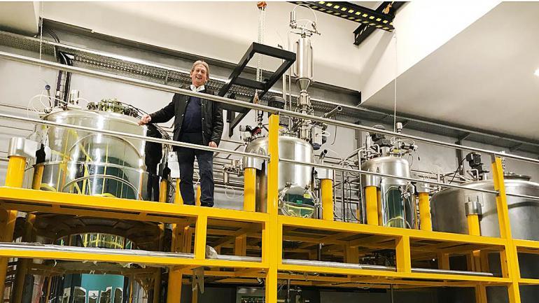 El titular de Facyt, Héctor Laca, en las instalaciones de la nueva planta. (Facyt)