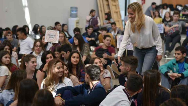APRENDIZAJE. Adolescentes de colegios secundarios se encontraron en actividades que les ayudarán a prevenir adicciones (Defensor del Pueblo).