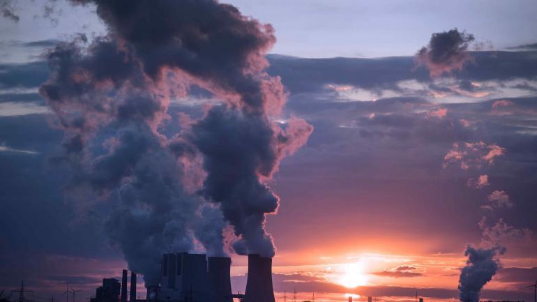 PRODUCCIÓN. En EE.UU., el 30% de la electricidad se genera en plantas de carbón. (AP)