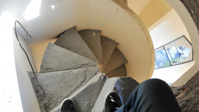 Escalera en espiral. Para llegar a la cúpula de la torre trunca, hay que subir gran cantidad de peldaños. (Sergio Cejas)