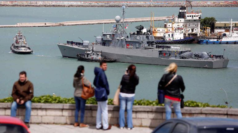 BÚSQUEDA. El barco Espora, al navegar desde la base de Mar del Plata, el sábado (AP/Vicente Robles/Archivo).