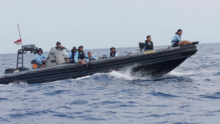 OPERACIÓN. De búsqueda de las víctimas del avión Lion Air que se estrelló (AP).