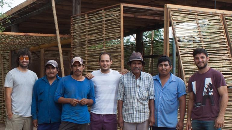 Después de presentar la tesis, Tomás, Rodrigo y Ariel quieren volver a Salta para estudiar cómo la casa se adaptó a la familia y al clima.