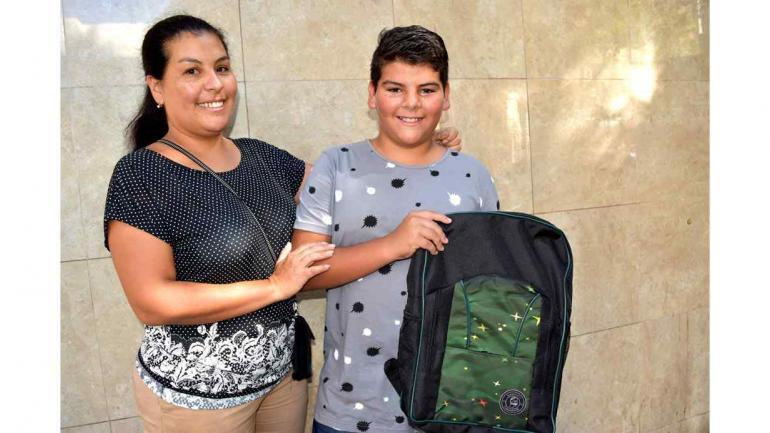El Sindicato de Camioneros de Córdoba está presente con la entrega de útiles escolares y mochilas, a los hijos de los afiliados. (Sindicato de Camioneros Córdoba)
