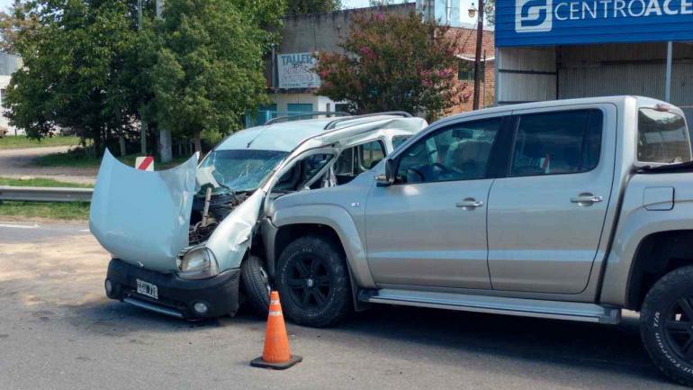 CAMINO A RÍO CEBALLOS. Dos heridos en un choque (La Voz/Antonio Carrizo).