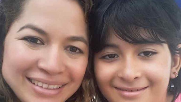 Gabriela, junto con su madre Katherine. (Gentileza de La Nación)