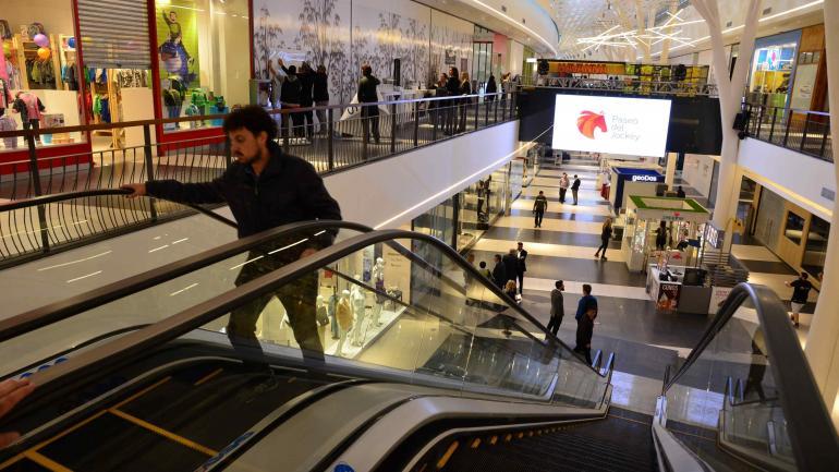Los shoppings registraron buenas ventas durante el fin de semana pasado. Las promociones por el mundial y el efecto depreciación del peso podrían haber impulsado la demanda. Hay que ver cómo sigue.