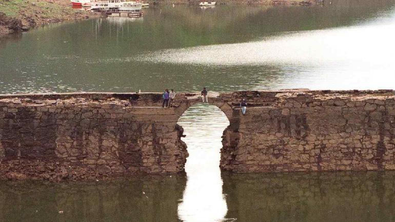Fragmento de pasado. Imagen actual del viejo paredón del dique San Roque. (la voz / archivo)
