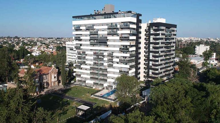 Fotografía aérea de torre VIP de Opera Luxury Condominium (Grupo Proaco)
