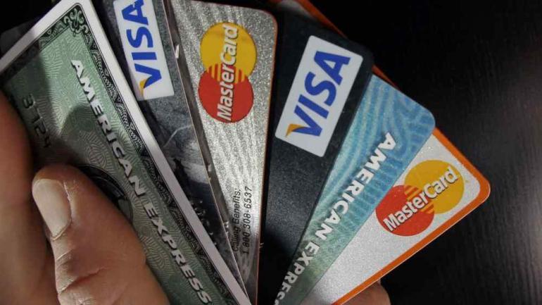 TARJETAS. Muchos consumidores tienen más tarjetas de las que efectivamente pueden pagar. (La Voz / Archivo)