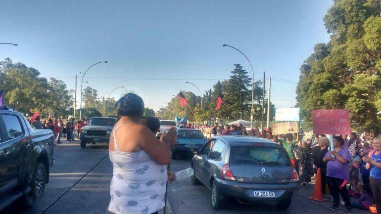 PROTESTA. Organizaciones sociales mantienen el acampe frente al Ministerio de Desarrollo Social (Foto de Organizaciones en Lucha).