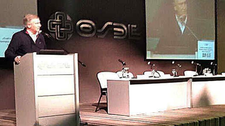 Dos contra uno. Aguad y Accastello se opusieron a que Llaryora hablara sobre política educativa.
