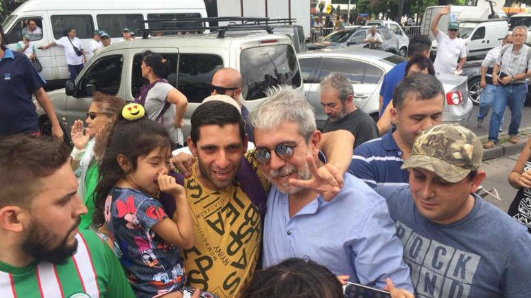 BUENOS AIRES. Aníbal Fernández participó de la movilización (Foto de Twitter @FernandezAnibal).