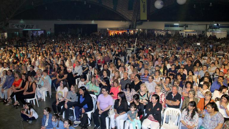 """Una multitud dijo presente en la 4º Fiesta Provincial """"Dulce Ciudad del País"""" (Municipalidad de Arroyito)"""