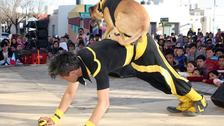 Payaso Lucky y su perro Tommy - Municipalidad de Arroyito