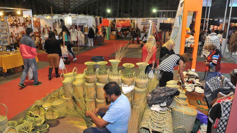 Clásico. La Feria de Artesanías seguirá convocando a los visitantes. (La Voz)