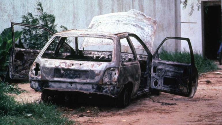 PINAMAR. El Ford Fiesta en el que apareció el cuerpo del reportero gráfico José Luis Cabezas (La Voz/Archivo).