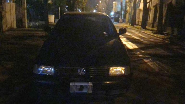 RAMOS MEJÍA. El auto del cantante (Foto de Twitter @mauroszeta).