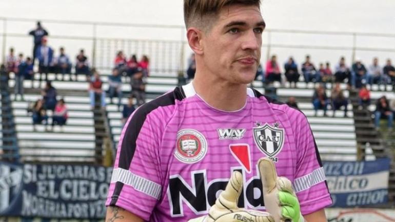 Facundo Espíndola había atajado en Almagro y ahora estaba libre. Murió apuñalado a a salida de un bar en Hurlingham. (Facebook)