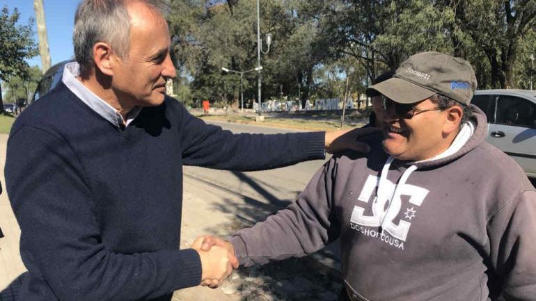El diputado nacional Héctor Baldassi realizó su timbreo en La Calera.