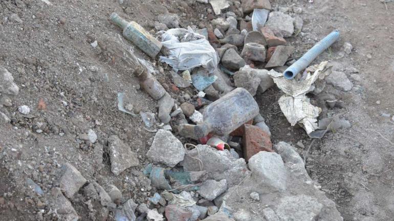 Capas geológicas. El barrio se levantó sobre un antiguo basural, con residuos que nunca tuvieron un tratamiento adecuado.