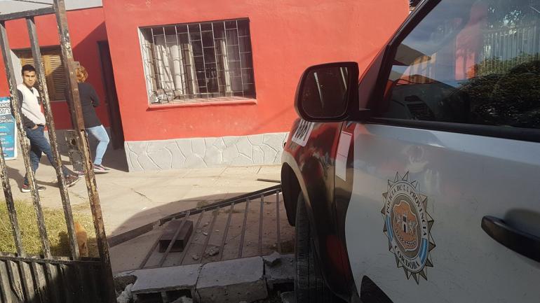 BARRIO SANTA ROSA. Así quedaron los vehículos tras el impacto (Fotos de Twitter @leoguevara80)