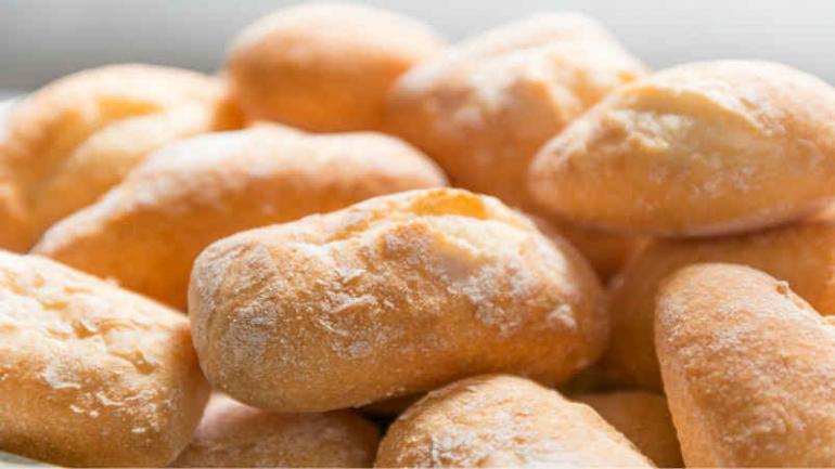 Para el Inedep, en septiembre de 2017 elaborar un kilo de pan apto para celíacos costó $ 64,14. Es decir, 94,96 % ($ 31,24) más que el precio promedio del kilo de pan francés tradicional (Defensor del Pueblo).