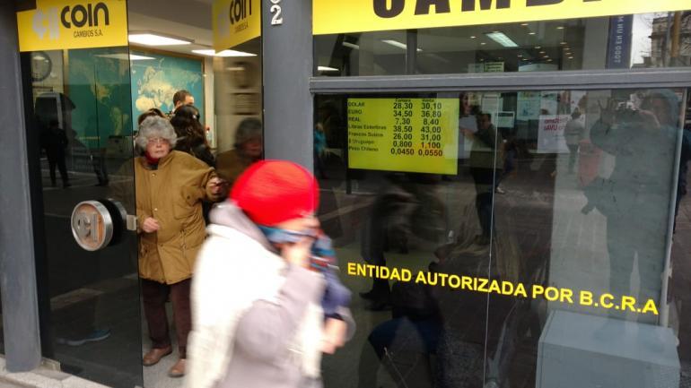 CÓRDOBA. En algunas casas de cambio el dólar se vendía a $ 30,10 (Nicolás Bravo/La Voz).