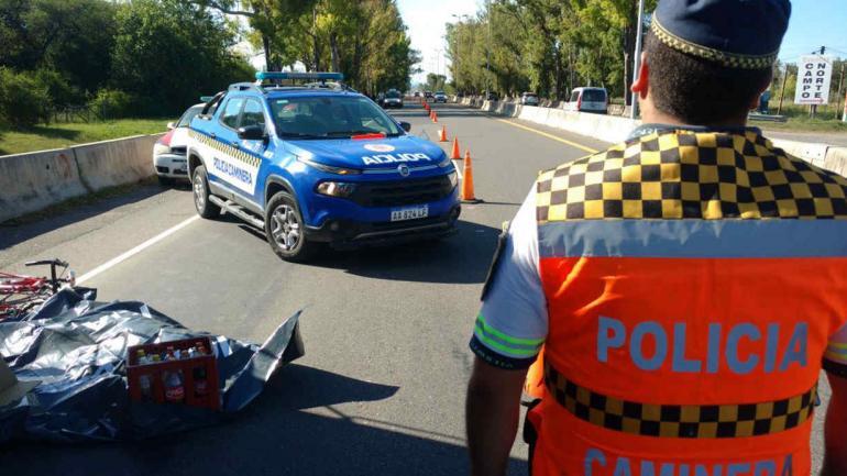 SINIESTRO VIAL. Un ciclista fue embestido por un camión (Javier Cortez/La Voz).