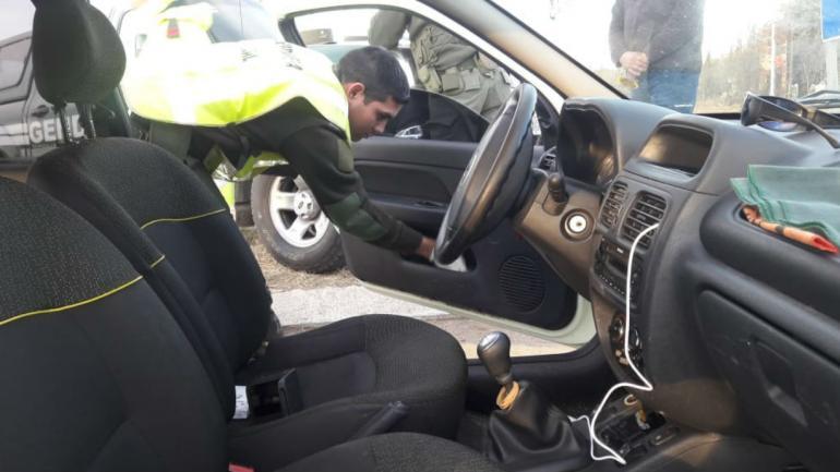 Los dos hombres llevaban la droga escondida dentro del auto (Ministerio de Seguridad).