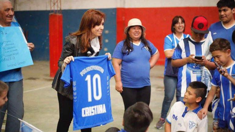 EN CAMPAÑA. Cristina estuvo en un acto en Quilmes (Foto de Facebook).