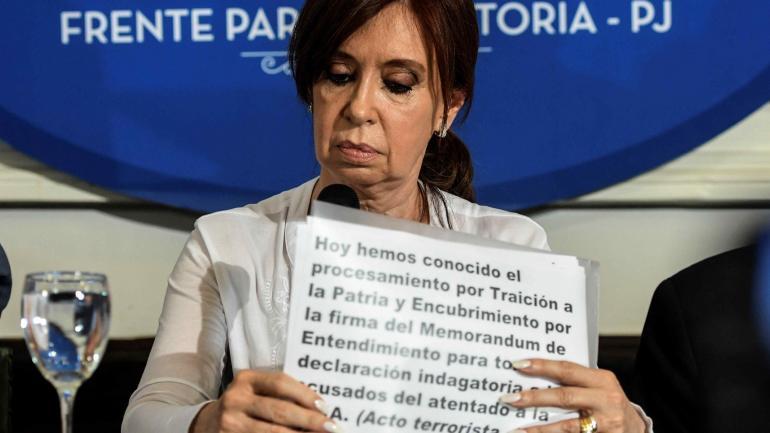 """Cristina Kirchner. Afirmó que """"elites del poder a las que no les importa la democracia, usan el aparato judicial para la proscripción de Lula""""."""
