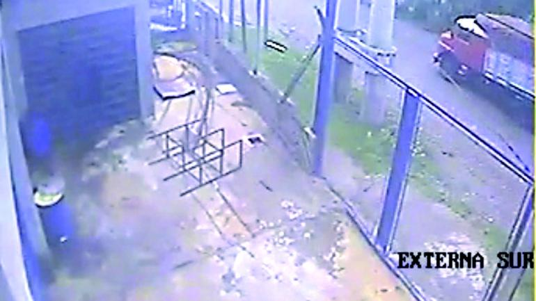 Escape. Minutos después de las 11 de aquel día, los ladrones se marcharon con lo sustraído.
