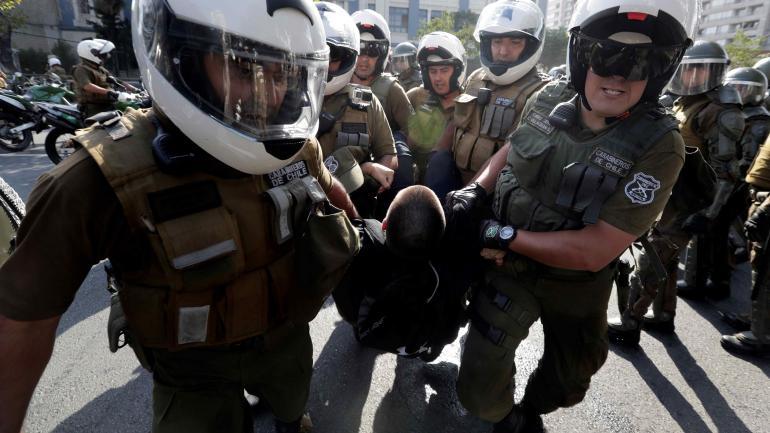 Protestas. Uno de los detenidos en la manifestación contra el Papa. (AP)