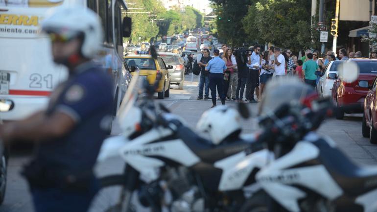 Protesta. Vecinos de barrio Alberdi, en Córdoba Capital, realizaron ayer a la tarde una marcha por justicia y exigieron seguridad.(José Hernández)