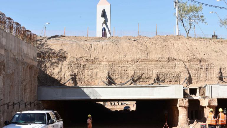 Descubierto. El túnel debajo del nudo vial tiene tres carriles por sentido de circunvalación. (Ramiro Pereyra)