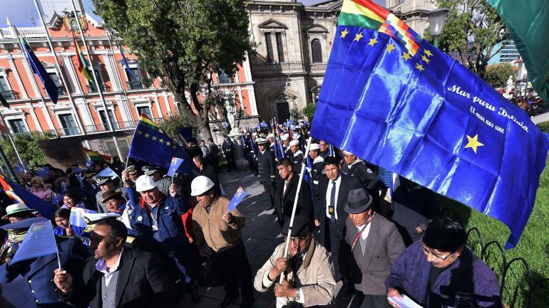 Reclamo. Evo Morales en el tribunal de La Haya, donde Bolivia presentó su pedido de reapertura de negociaciones con Chile. (Dpa)