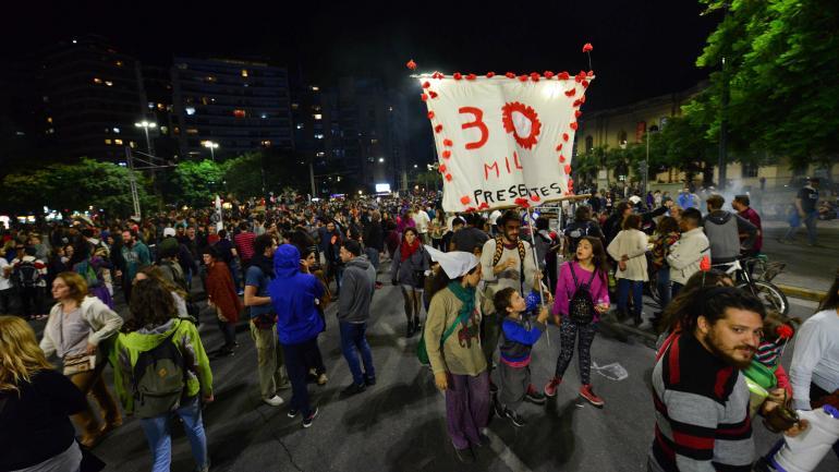 """Consigna. """"Un país para pocxs, Nunca Más"""", fue el lema planteado esta vez por las organizaciones convocantes. (Nicolás Bravo)"""