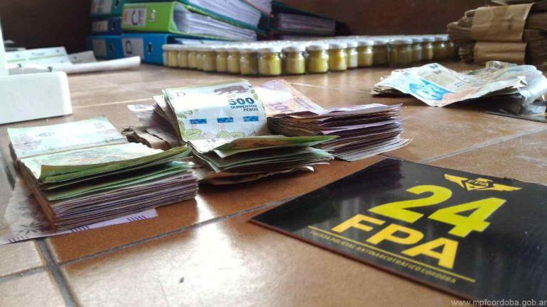 """Durante los operativos, en el domicilio particular de Carlos Laje se secuestraron 1.055.615 pesos en efectivo, según quedó asentado en el expediente. Se sospecha que era la ganancia por la venta de """"aceites""""."""