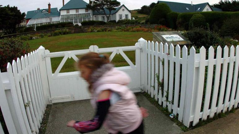 Gobierno. Frente de la casa donde vive el gobernador de Malvinas. (marcela marbián / Archivo)