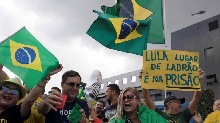 En contra. También hubo reclamos para que Lula sea finalmente encarcelado. (AP)