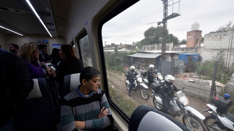 Inauguración. Operativo de seguridad desplegado ayer durante parte del trayecto. (Pedro Castillo)