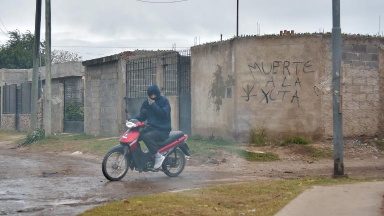 Contexto. En barrio San Roque, hay pintadas contra la Policía.