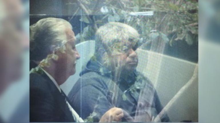En la Justicia. Peralta (a la derecha) con su abogado. (Radiojesúsmaría.com.ar)