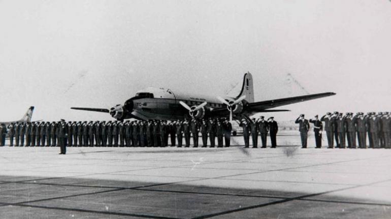 El Douglas desaparecido. El avión militar, al partir de Córdoba en 1965, con rumbo a Estados Unidos. Nunca llegó. Llevaba a 69 personas. Nunca se halló ni un rastro. (La Voz / Archivo)