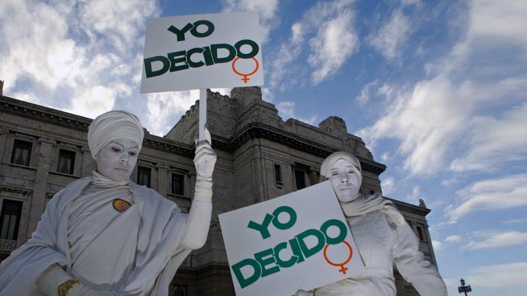 Un largo debate. La legalización del aborto se aprobó dos veces en Uruguay. Rige desde 2012, pero la primera vez que salió del Parlamento fue en 2008. (AP)