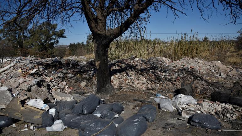 Ruta 19. Un sitio históricamente elegido para tirar basura y escombros.