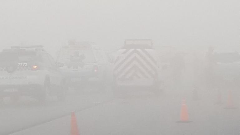 Nada para ver. Sobre la autopista Córdoba- Carlos Paz la visibilidad fue casi nula durante unas dos horas. Más que ver, había que adivinar. (La Voz)