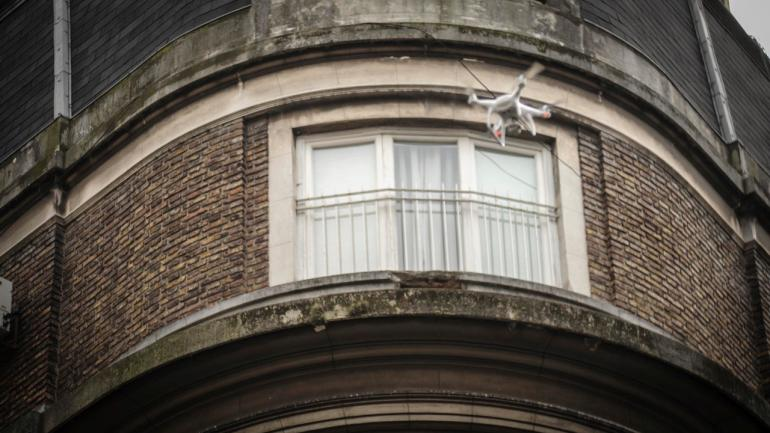 Dron. Recurso técnico para captar el allanamiento. (Federico López Claro)
